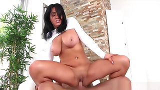 Lisa Lexington In Natural Attraction