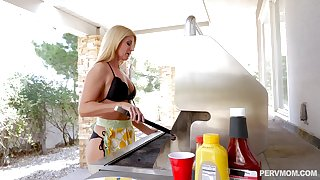 Tight blonde housewife India Summer makes lunch and eats cum