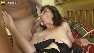 Hairy mom making out her son's give someone a thrashing join up