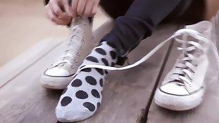 Sniffing evil-smelling tender soles