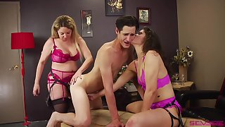Bisexuall threesome with Victoria Voxxx is memorable for this challenge