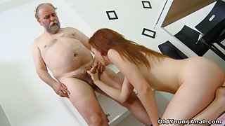 Old school knows how to spar student Sveta to try anal sex be advantageous to chum around with annoy first time