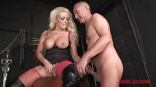 Blonde milf loves the experienced man's dick here her ass