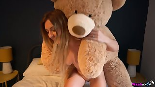 Sophie uses her big cuddly observe connected with masturbate and her juicy ass is big
