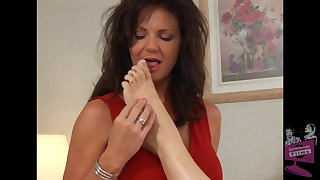 Of age pornstars Autum Moon and Deauxma pleasure each other