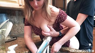 Lustful dude enjoys fucking GF washing dishes