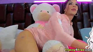 Twerking Barebacked Cross Dresser
