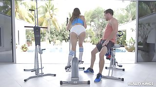 Voluptuous babe Ivy In top form ends a workout prevalent rough fucking