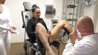 Beim Frauenarzt Durchgenommen - Lara Cumkitten With an increment of Mira Grey