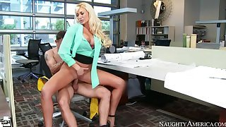 Summer Brielle shafting in the chair involving the brush big tits